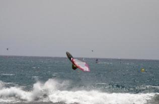 při dostatečném větru se dá v Bahii na vlnkách rideovat i skákat
