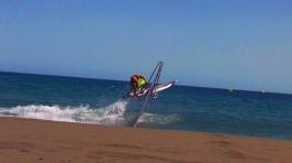 freestyle na vlnce u břehu